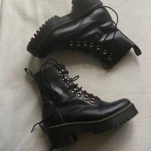 DR. MARTENS platform lace up boot